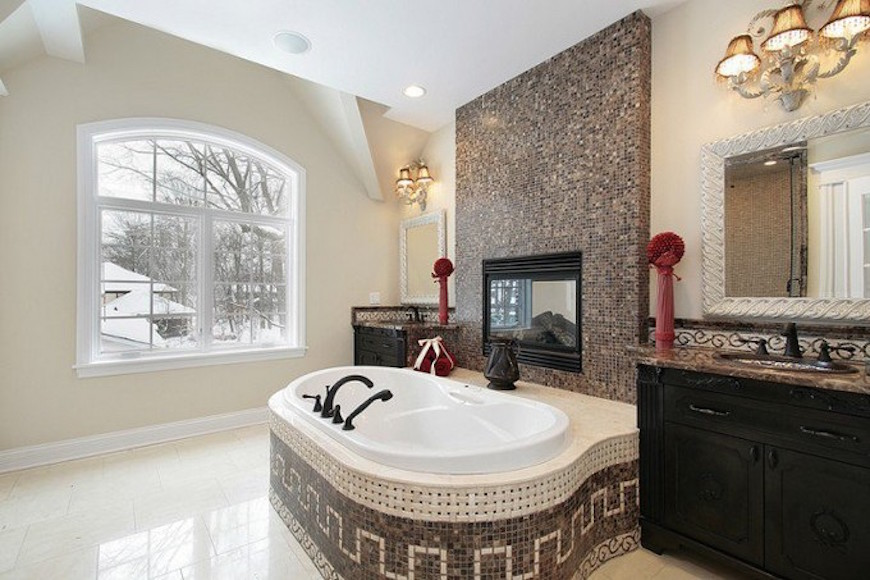 15 Luxury Bathrooms with Astonishing Fireplaces. To see more Luxury Bathroom ideas visit us at www.luxurybathrooms.eu #luxurybathrooms #homedecorideas #bathroomideas @BathroomsLuxury 15 luxury bathrooms with astonishing fireplaces 15 Luxury Bathrooms with Astonishing Fireplaces 15 luxury bathrooms with fireplaces 11