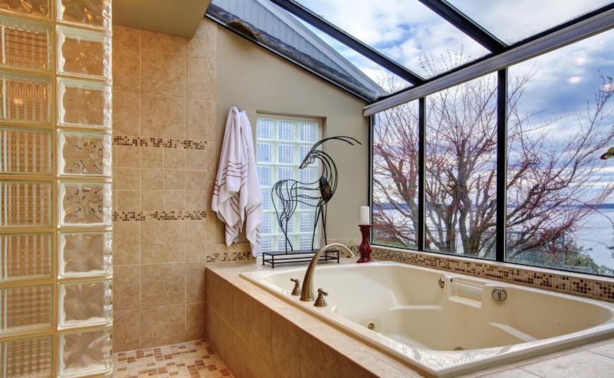 Luxury bathrooms with stunning skylights for Luxury bathrooms 2016