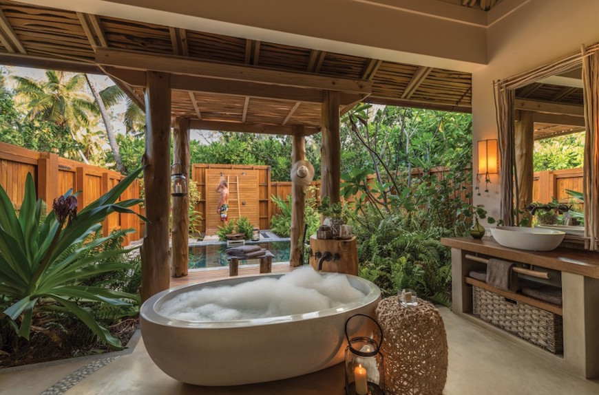 10 Eye Catching Tropical Bathroom Décor Ideas That Will