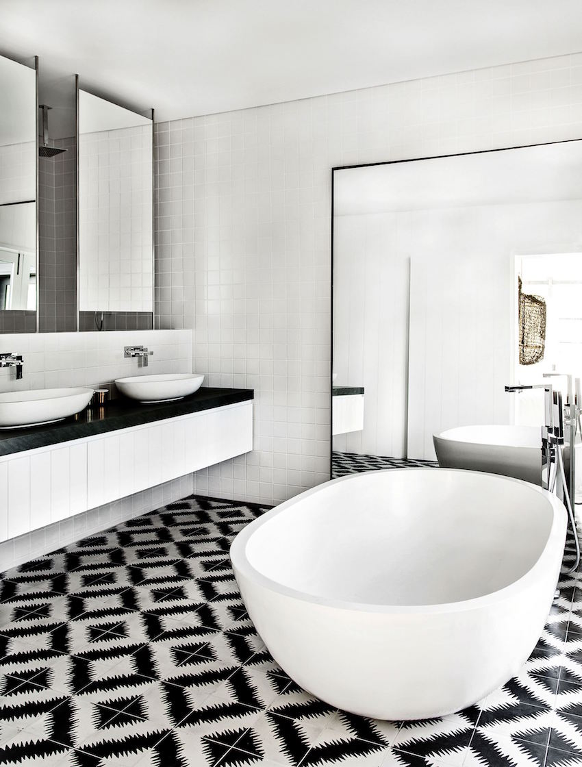 10 eye catching and luxurious black and white bathroom ideas 24961