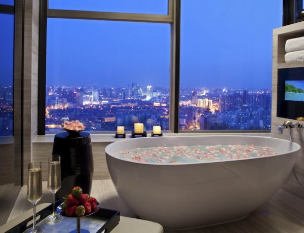 10 Luxury Bathtubs with an Astonishing View ➤To see more Luxury Bathroom ideas visit us at www.luxurybathrooms.eu #luxurybathrooms #homedecorideas #bathroomideas @BathroomsLuxury 10 luxury bathtubs with an astonishing view 10 Luxury Bathtubs with an Astonishing View 10 Luxury Bathtubs with an Astonishing View 5 600x460