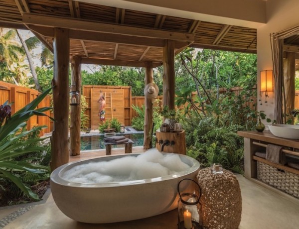 10 Stunning Tropical Bathroom Décor Ideas to Inspire You ➤To see more Luxury Bathroom ideas visit us at www.luxurybathrooms.eu #luxurybathrooms #homedecorideas #bathroomideas @BathroomsLuxury tropical bathroom 10 Eye-Catching Tropical Bathroom Décor Ideas That Will Mesmerize You 10 Stunning Tropical Bathroom De  cor Ideas to Inspire You 600x460