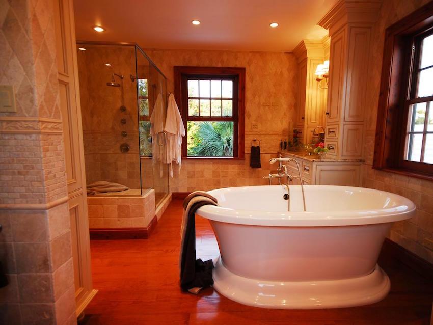 Luxury Bathrooms: 10 Stunning and Luxurious Bathtub Ideas