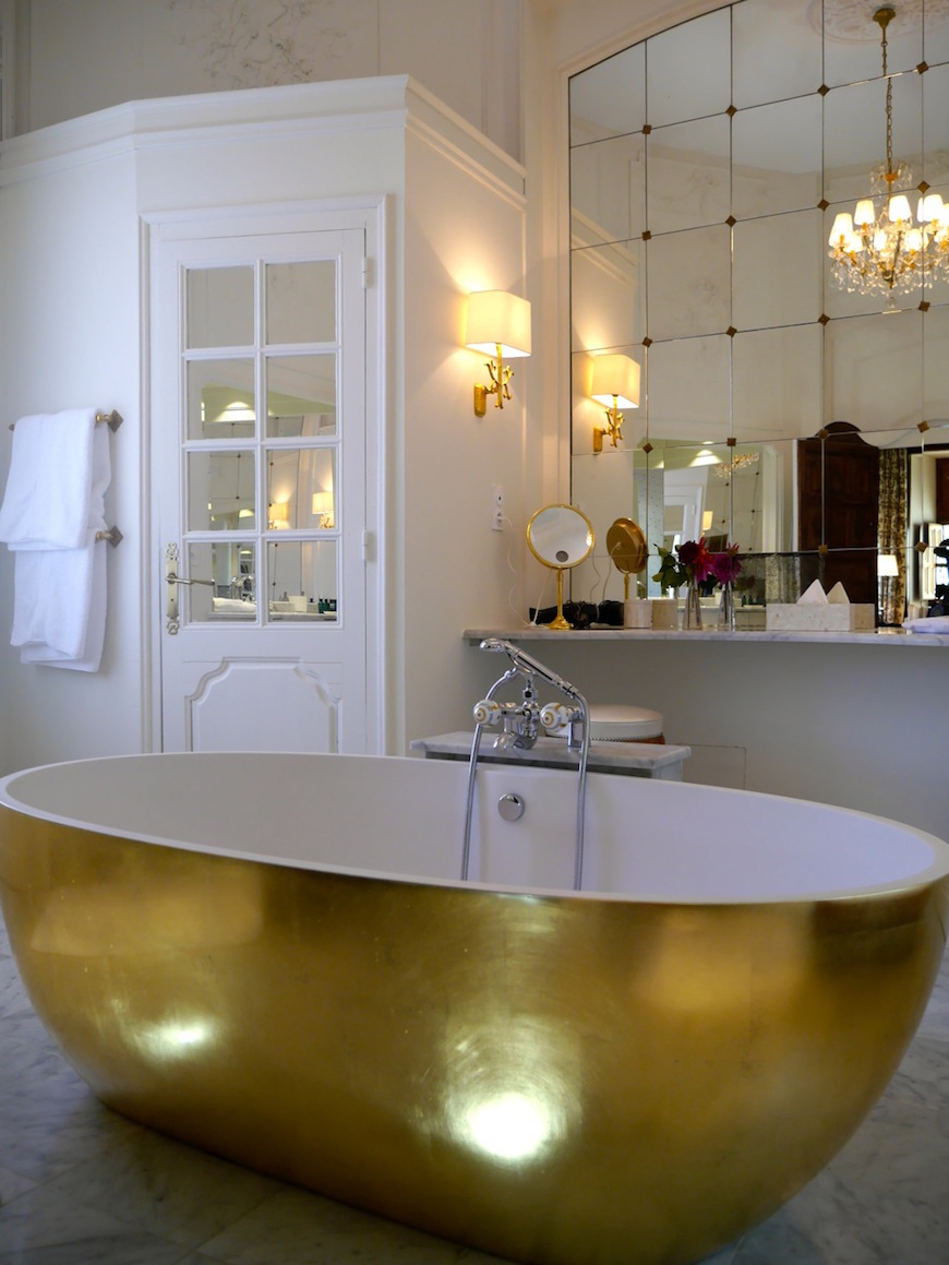 10 Outrageously Gorgeous Hotel Bathrooms That Will