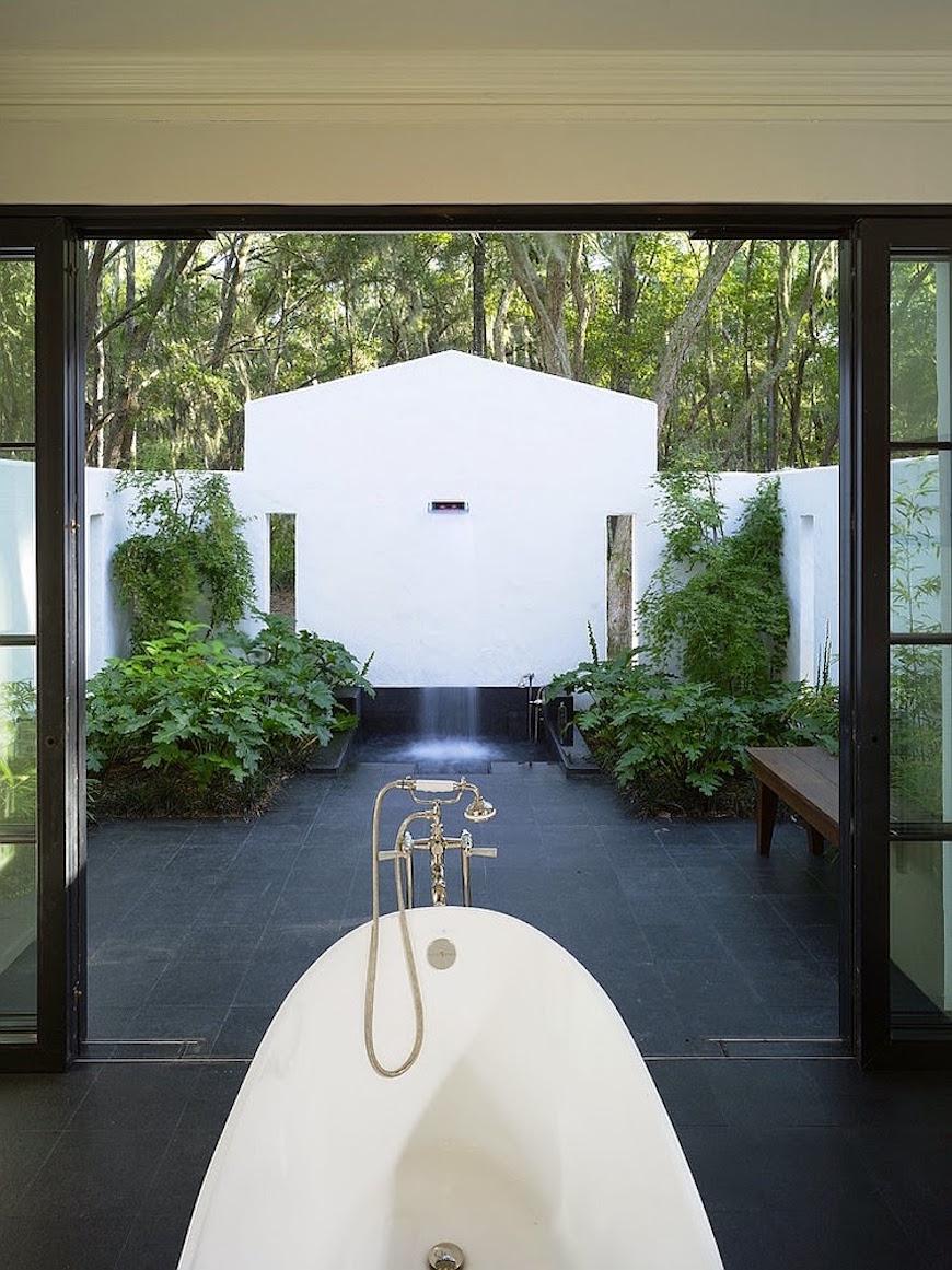 10 Breathtaking Outdoor Bathroom Designs That You Gonna Love on Backyard Bathroom Ideas id=91020