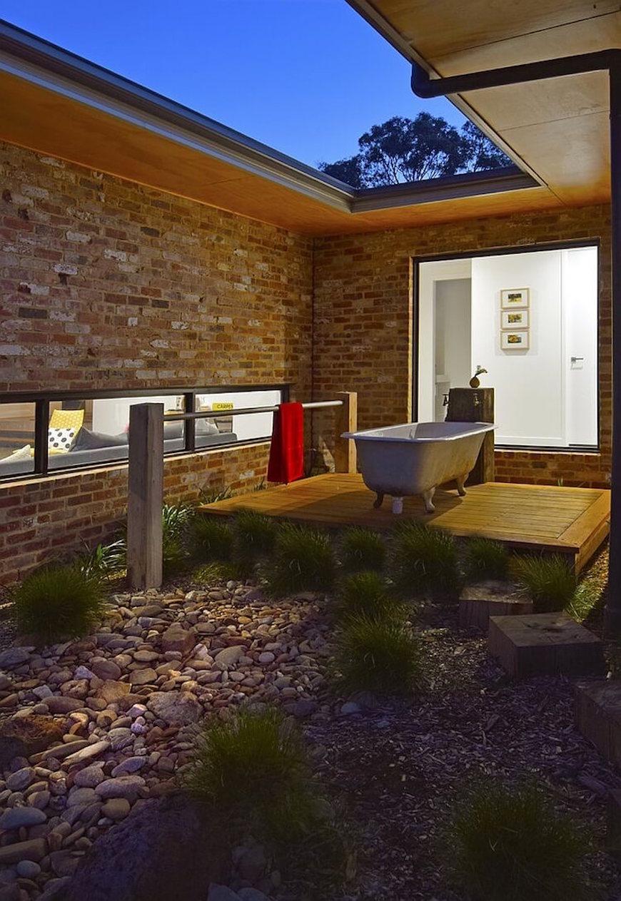10 Breathtaking Outdoor Bathroom Designs That You Gonna Love on Backyard Bathroom Ideas id=79575