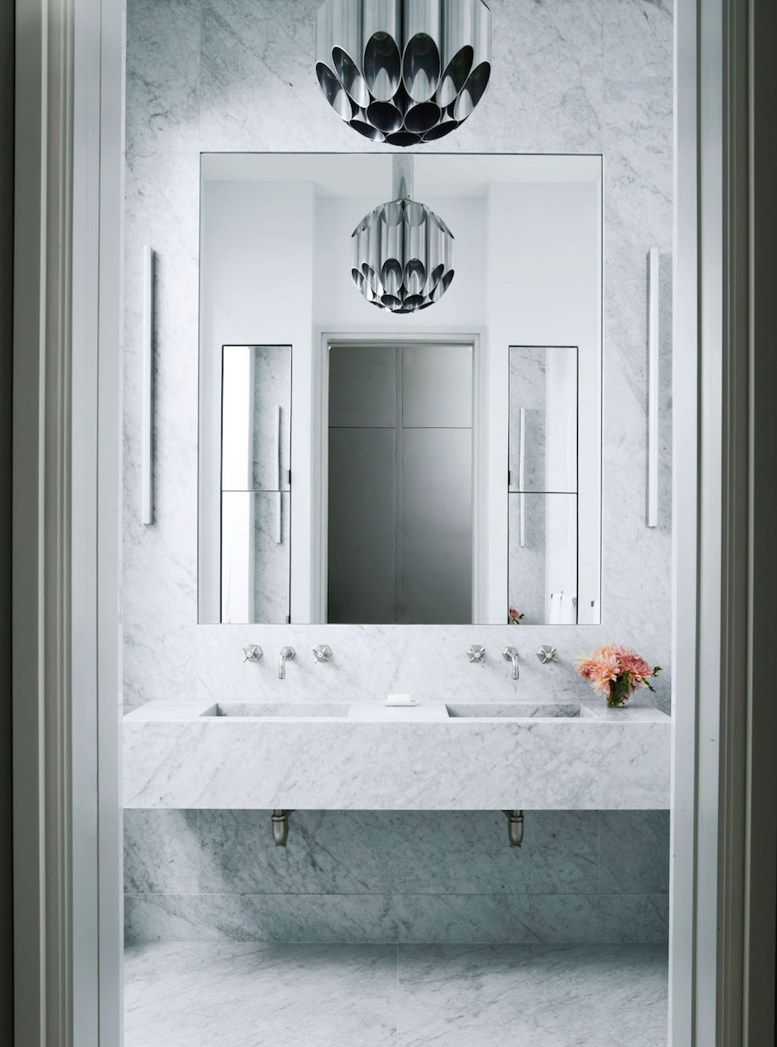 Fabulous Mirror Ideas to Inspire Luxury Bathroom Designs fabulous mirror idea Fabulous Mirror Ideas to Inspire Luxury Bathroom Designs 10 Striking Mirror Ideas to Inspire Luxury Bathroom Designs 3