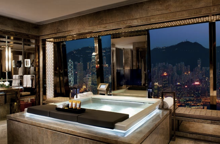 Be Amazed by These Hotel Luxury Bathrooms with Stunning Views ➤To see more Luxury Bathroom ideas visit us at www.luxurybathrooms.eu #luxurybathrooms #homedecorideas #bathroomideas @BathroomsLuxury