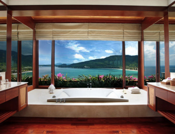 Be Amazed by These Hotel Luxury Bathrooms with Stunning Views ➤To see more Luxury Bathroom ideas visit us at www.luxurybathrooms.eu #luxurybathrooms #homedecorideas #bathroomideas @BathroomsLuxury hotel luxury bathrooms Be Amazed by These Hotel Luxury Bathrooms with Stunning Views Be Amazed by These Hotel Luxury Bathrooms with Stunning Views 600x460