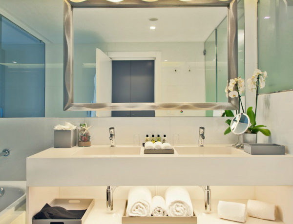 Meet A Pure Deluxe World At Intercontinental Estoril Hotel ➤To see more Luxury Bathroom ideas visit us at www.luxurybathrooms.eu #bathroom #homedecorideas #bathroomideas @BathroomsLuxury intercontinental estoril hotel Meet A Pure Deluxe World At Intercontinental Estoril Hotel bath 1 600x460