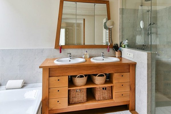 how to decorate your luxury bathroom How To Decorate Your Luxury Bathroom With Wood feat 7 600x400