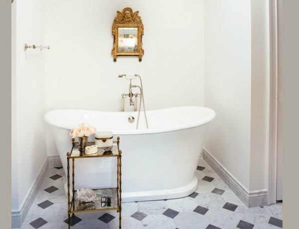 Luxury Bathroom Decor Ideas For Antique Lovers ➤ To see more news about Luxury Bathrooms in the world visit us at http://luxurybathrooms.eu/ #luxurybathrooms #interiordesign #homedecor @BathroomsLuxury @bocadolobo @delightfulll @brabbu @essentialhomeeu @circudesign @mvalentinabath @luxxu @covethouse_ luxury bathroom decor ideas Luxury Bathroom Decor Ideas For Antique Lovers feat 600x460