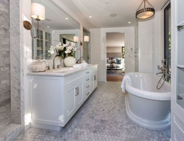 Hollywood Home Peek Inside Luxury Bathrooms From Kendall Jenner's Hollywood Home 4 1502395007 1 600x460