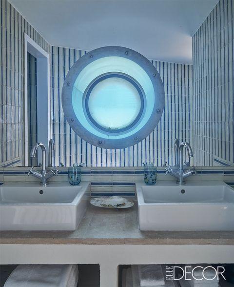 20 Contemporary Bathrooms To Inspire Your Bathroom Interior Design ➤ To see more news about Luxury Bathrooms in the world visit us at http://luxurybathrooms.eu/ #luxurybathrooms #interiordesign #homedecor @BathroomsLuxury @bocadolobo @delightfulll @brabbu @essentialhomeeu @circudesign @mvalentinabath @luxxu @covethouse_