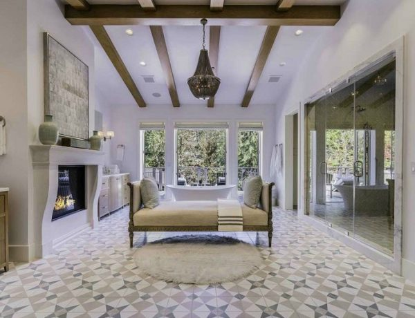 Extra Large Luxury Bathroom Extra Large Luxury Bathroom In Rustic Canyon Aims To Please Everyone Extra Large Luxury Bathroom In Rustic Canyon Aims To Please Everyone feat 600x460