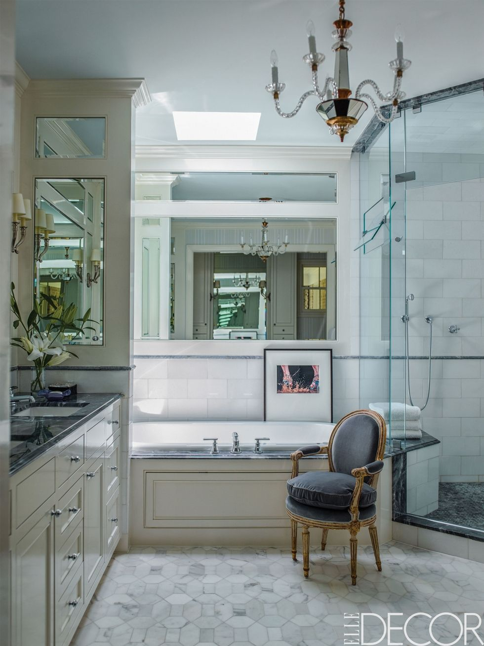 The Best Bathroom Lighting Ideas For Every Design Style ➤ To see more news about Luxury Bathrooms in the world visit us at http://luxurybathrooms.eu/ #luxurybathrooms #interiordesign #homedecor @BathroomsLuxury @bocadolobo @delightfulll @brabbu @essentialhomeeu @circudesign @mvalentinabath @luxxu @covethouse_ best bathroom lighting ideas The Best Bathroom Lighting Ideas For Every Design Style – Part 2 The Best Bathroom Lighting Ideas For Every Design Style 45