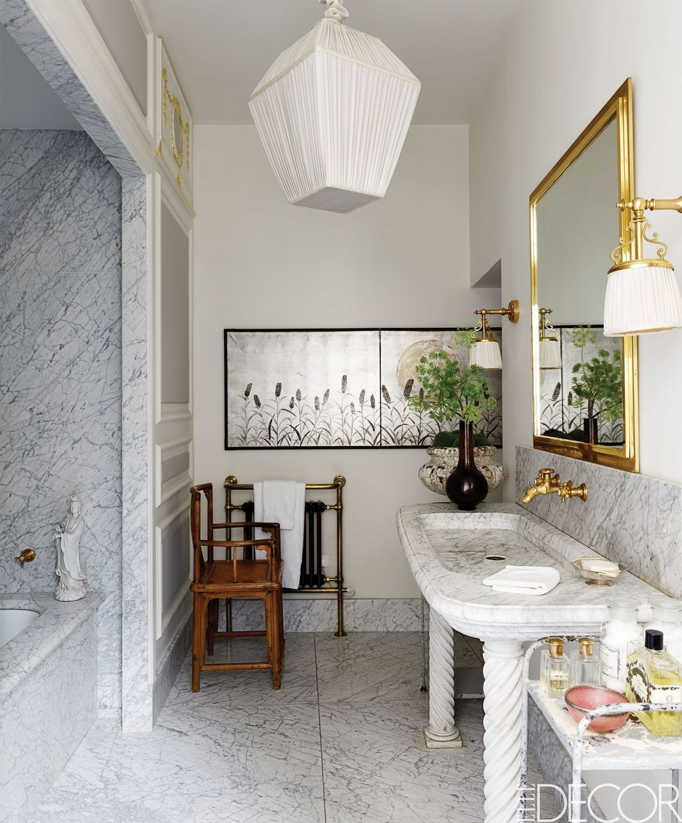 The Best Bathroom Lighting Ideas For Every Design Style ➤ To see more news about Luxury Bathrooms in the world visit us at http://luxurybathrooms.eu/ #luxurybathrooms #interiordesign #homedecor @BathroomsLuxury @bocadolobo @delightfulll @brabbu @essentialhomeeu @circudesign @mvalentinabath @luxxu @covethouse_ best bathroom lighting ideas The Best Bathroom Lighting Ideas For Every Design Style – Part 2 The Best Bathroom Lighting Ideas For Every Design Style 47