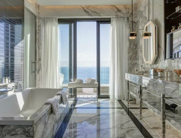 The Lavish Princess Grace Suite Has The Most Luxurious Bathroom #luxurybathroomsbrands #luxurybathroomsdesigns #luxurybathroomsimages #allwhitebathrooms http://luxurybathrooms.eu @mvalentinabath