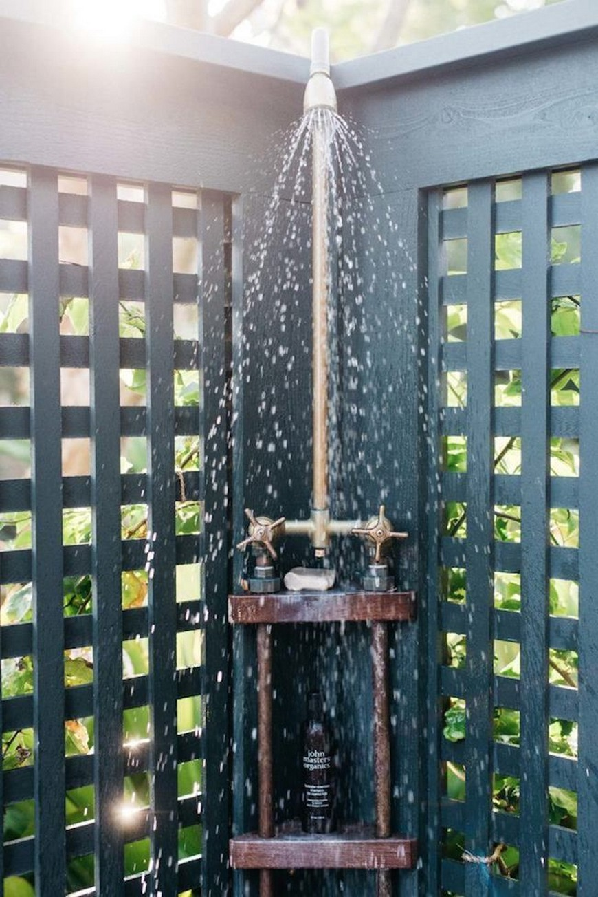7 Exceptional Outdoor Showers that Will Leave You Craving for More 6