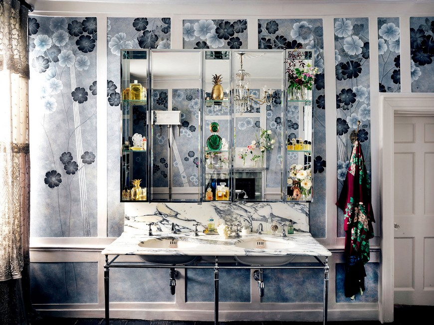 Kate Moss' Vibrant Design Bathroom Wallpaper Is Out of this World 2