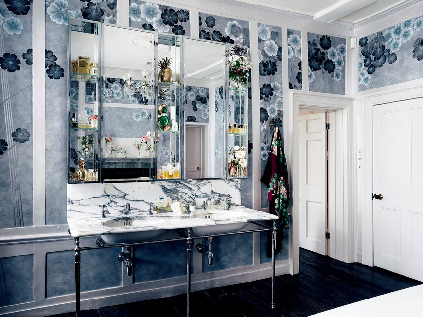 Kate Moss' Vibrant Design Bathroom Wallpaper Is Out of this World 3