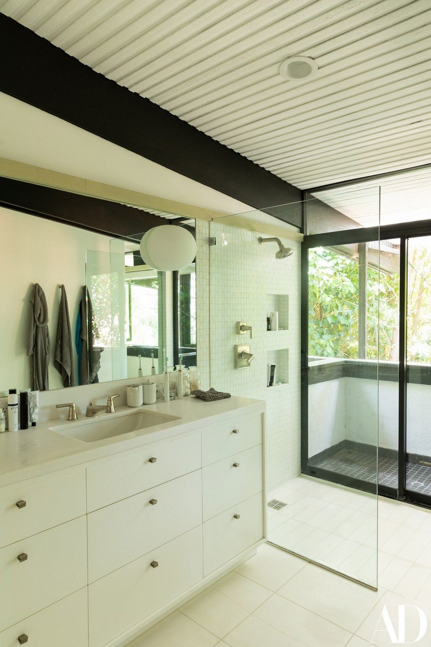 2018 Throwback The Best Luxury Bathrooms Found in Celebrity Homes 3 Celebrity Homes 2018 Throwback: The Best Luxury Bathrooms Found in Celebrity Homes 2018 Throwback The Best Luxury Bathrooms Found in Celebrity Homes 3