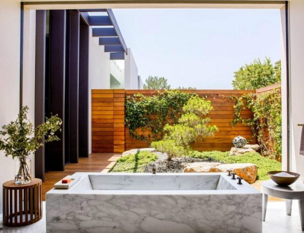 Celebrity Homes 2018 Throwback: The Best Luxury Bathrooms Found in Celebrity Homes featured 4 600x460